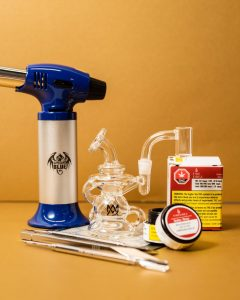 dab rig setup and materials for consuming concentrate cannabis